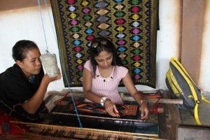 tour lombok desa sukarara