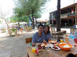 makan siang santai di gili trawangan