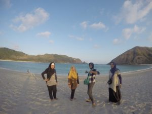 day tour pantai mawun