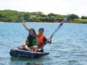 main kapal di pulau tiga