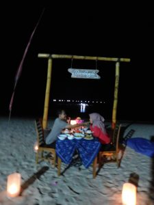 romantic dinner di pantai bumbang