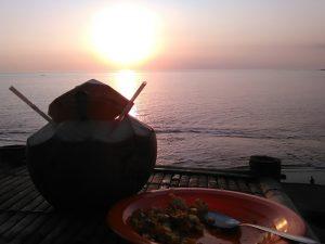 sunset batu layar sambil makan jagung bakar