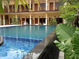 kolam renang hotel central inn senggigi